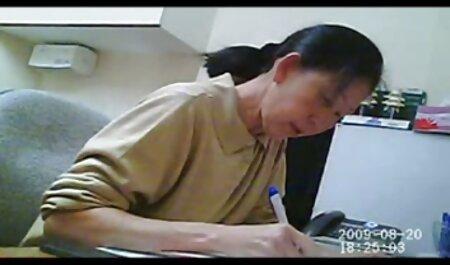 Masseuse آسیایی در حمام دوربین مخفی سک30 و