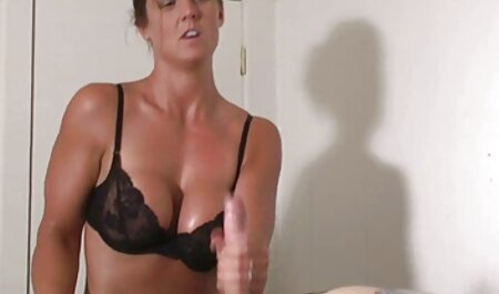 لیلا Redd طول می کشد دیک در بیدمشک بالغ او دوربین مخفی ماساژ و سکس