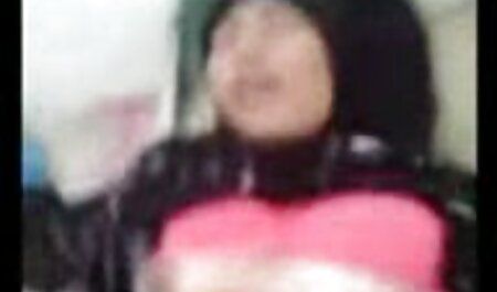 وزیر با موهای قرمز ایرینا وگا در panties دوربین مخفی سکسی داخل اتوبوس استمناء با گرز جادویی