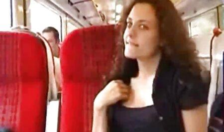 کورتنی تیلور دوربین مخفی سکسی در اتوبوس در حال تماشای